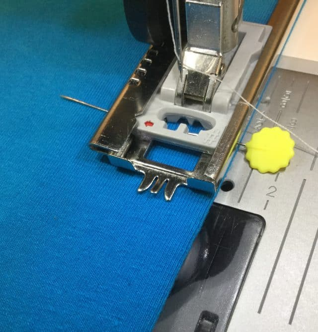 Set the machine for the first buttonhole
