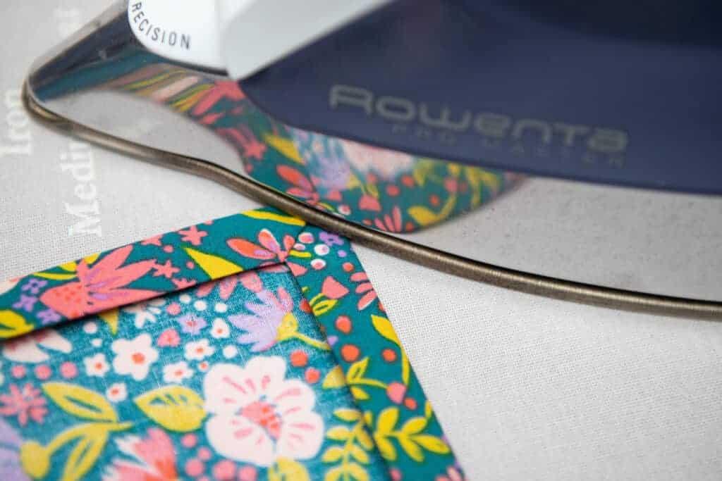 how to sew mitered corner napkin